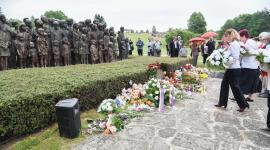 Pietní akt u pomníku v Lidicích